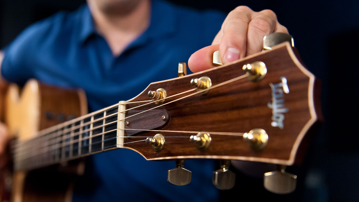 Online Guitar Lessons vs Private Guitar Lessons - Lesson Pros